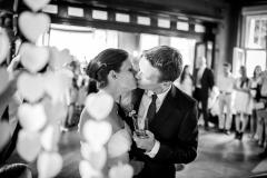 Ne první a ne poslední novomanželský polibek