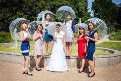 Kolegyně nevěsty ze Státního ústavu kontroly léčiv