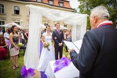 Svatební obřad na zahradě restaurace EX