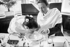 Tradiční svatební polévka děravou lžící